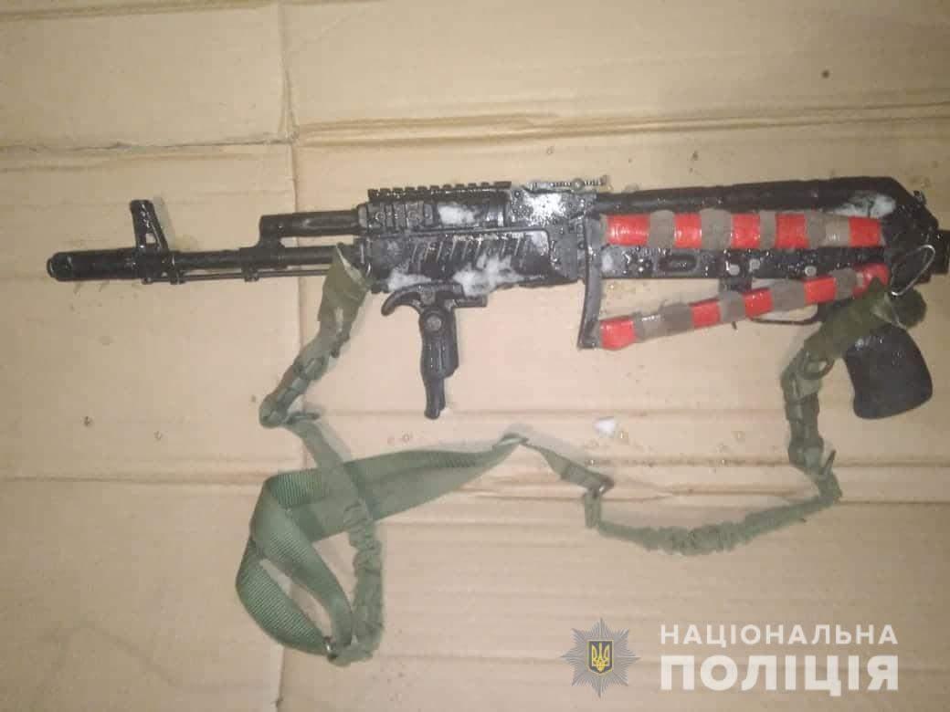 На Киевщине мужчина открыл стрельбу из автомата (фото)