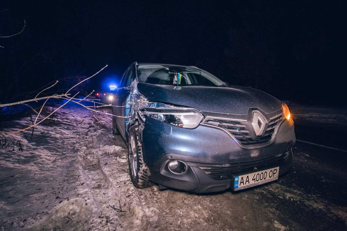 В Киеве автомобиль на полном ходу сбил военного (видео)