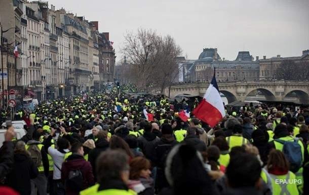 Во Франции местные жители снова собрались на митинг