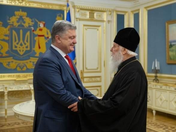 Порошенко вручил Патриарху Филарету звание Героя Украины