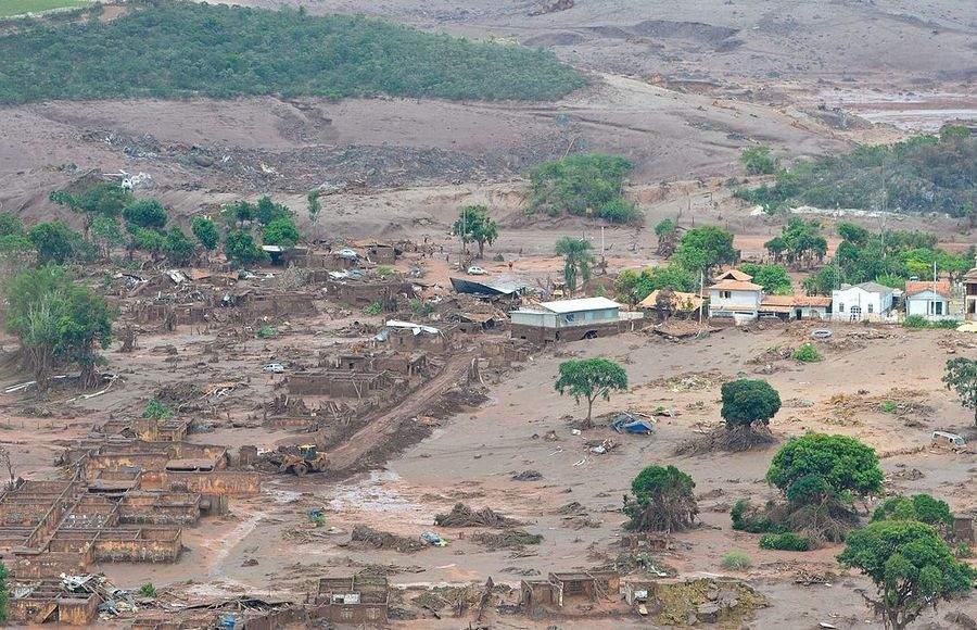 В Бразилии в результате прорыва плотины сотни людей пропали без вести