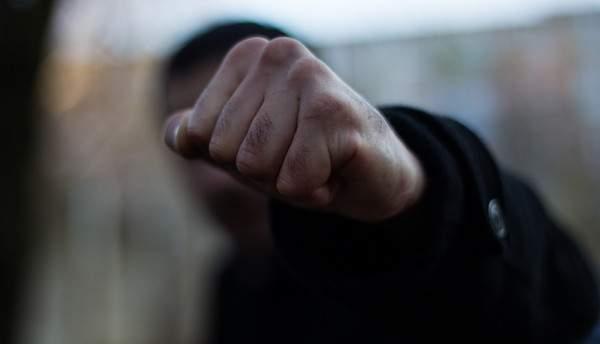В Одессе мужчины жестоко забили ногами девушку