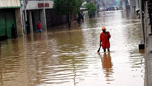 Наводнение в Индонезии унесло жизни 68 человек