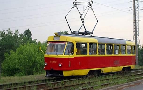 Столичный трамвай слетел с рельсов