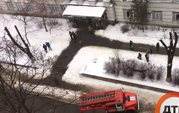 В Киеве из-за замыкания проводки эвакуировали школу (фото)