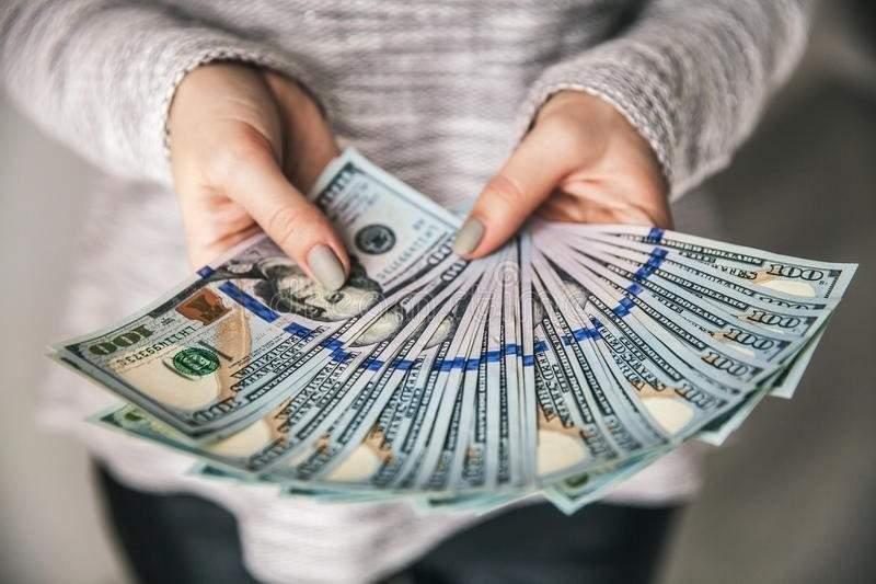 В Киеве женщина незаконно присвоила себе 100 млн. гривен из банка