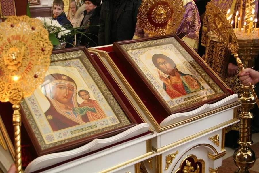 На Харьковщине мужчина украл из церкви старинные иконы