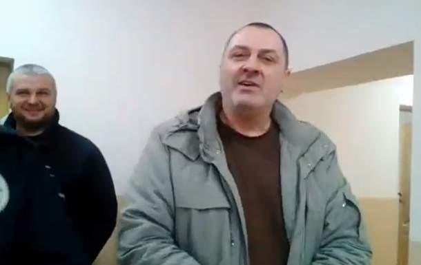 В Воловце во время заседания неизвестный мужчина выбил камеру из рук журналистки (видео)