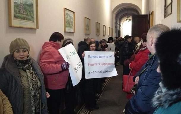 В Черновцах жители пикетировали горсовет