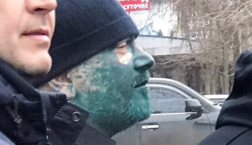 В Бердянске облили зеленкой кандидата в президенты (Видео)