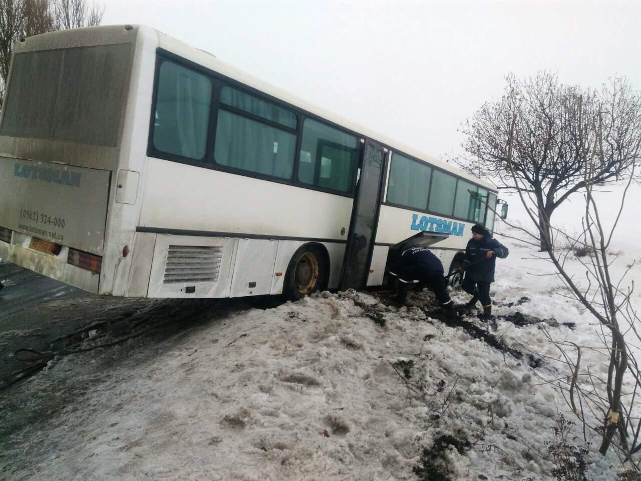 В Днепропетровской области автобус с людьми попал в ДТП