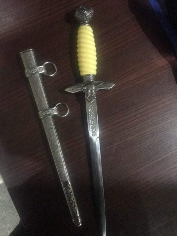 В Днепре задержали вора у которого при себе был сувенирный нож со свастикой (фото)