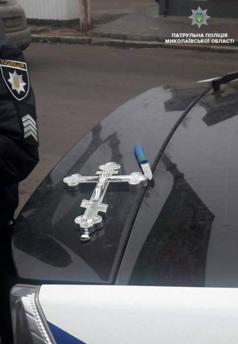 В Николаеве мужчина угрожал женщине ножом и демонстрировал ей свои половые органы (фото)