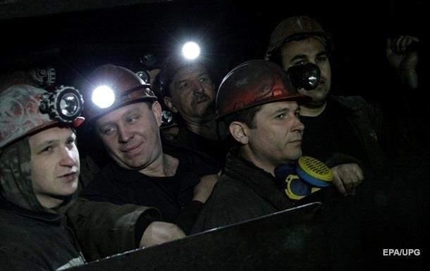 Во Львове сотни шахтеров вышли на митинг
