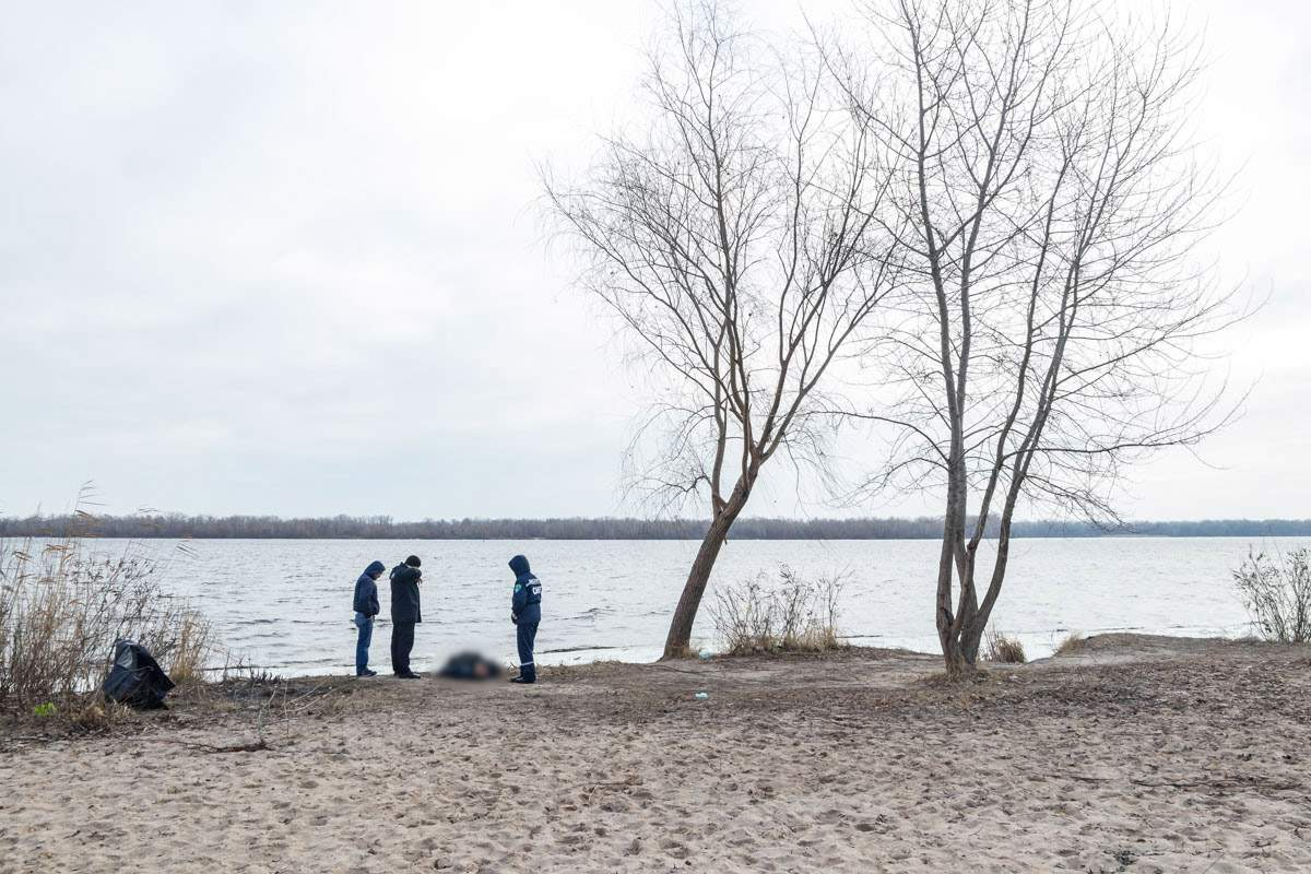 Во время пробежки в Днепре мужчина обнаружил тело возле Монастырского острова (фото)
