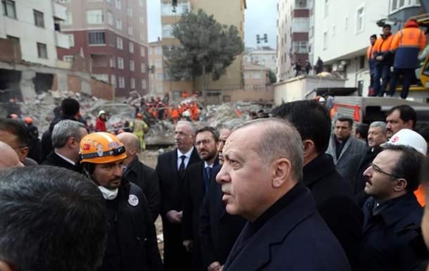 В Стамбуле в результате обрушения дома погибли 17 человек