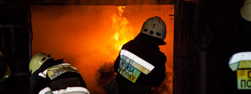 В Днепре произошёл серьёзный пожар. Пылало трамвайное депо