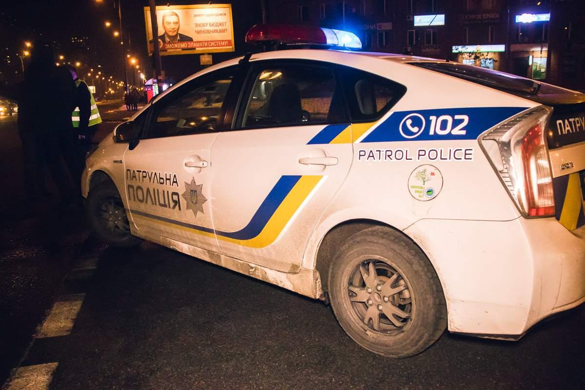 В Киеве на перекрестке Honda Pilot протаранила микроавтобус (видео)