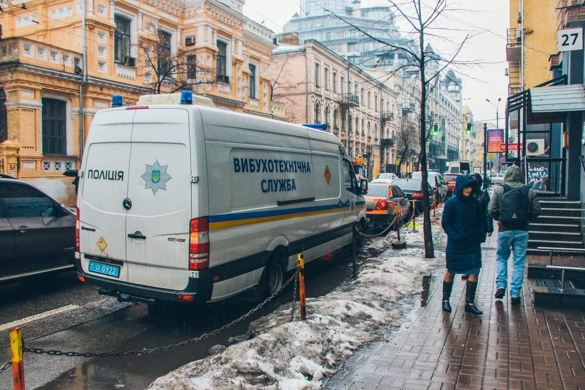 В столичном шестиэтажном доме искали бомбу (фото)