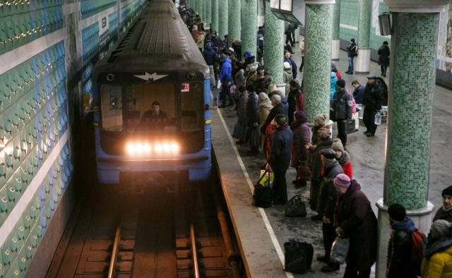 В Харькове подростки устроили дебош в метро из-за повышения стоимости проезда