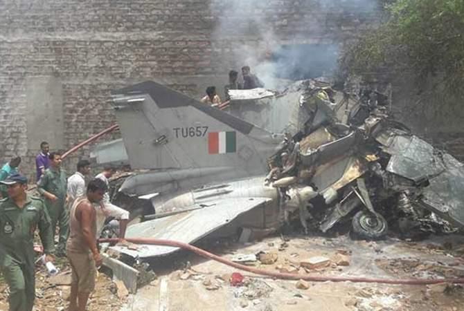 В небе на юге Индии столкнулись два военных самолета (видео)
