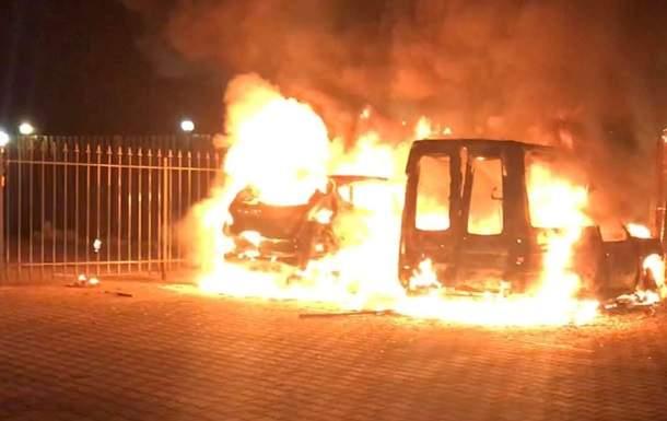 В столице произошел пожар: Неизвестные решили сжечь автомобиль журналиста