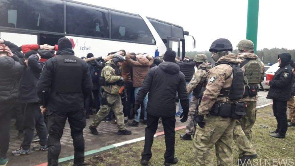 В Одессу выехали автобусы с вооруженными людьми