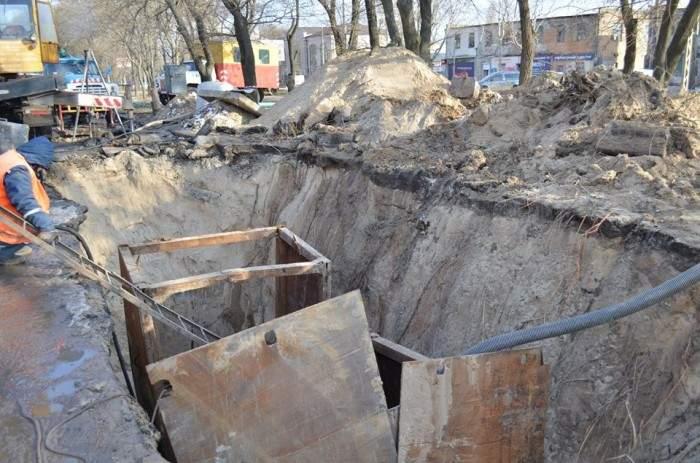 Часть Николаева осталась без водоснабжения из-за провала в канализационном коллекторе