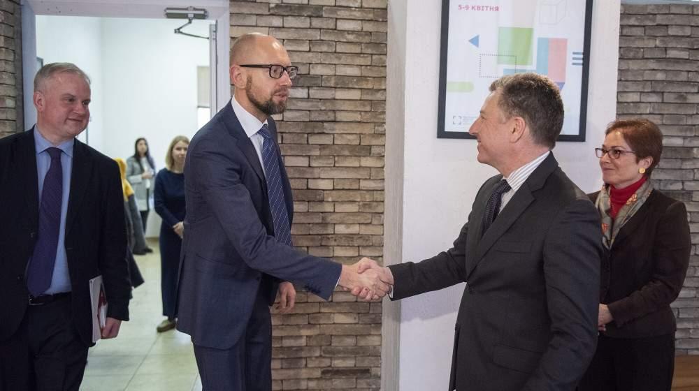 Яценюк и Волкер говорили о ситуации в Украине