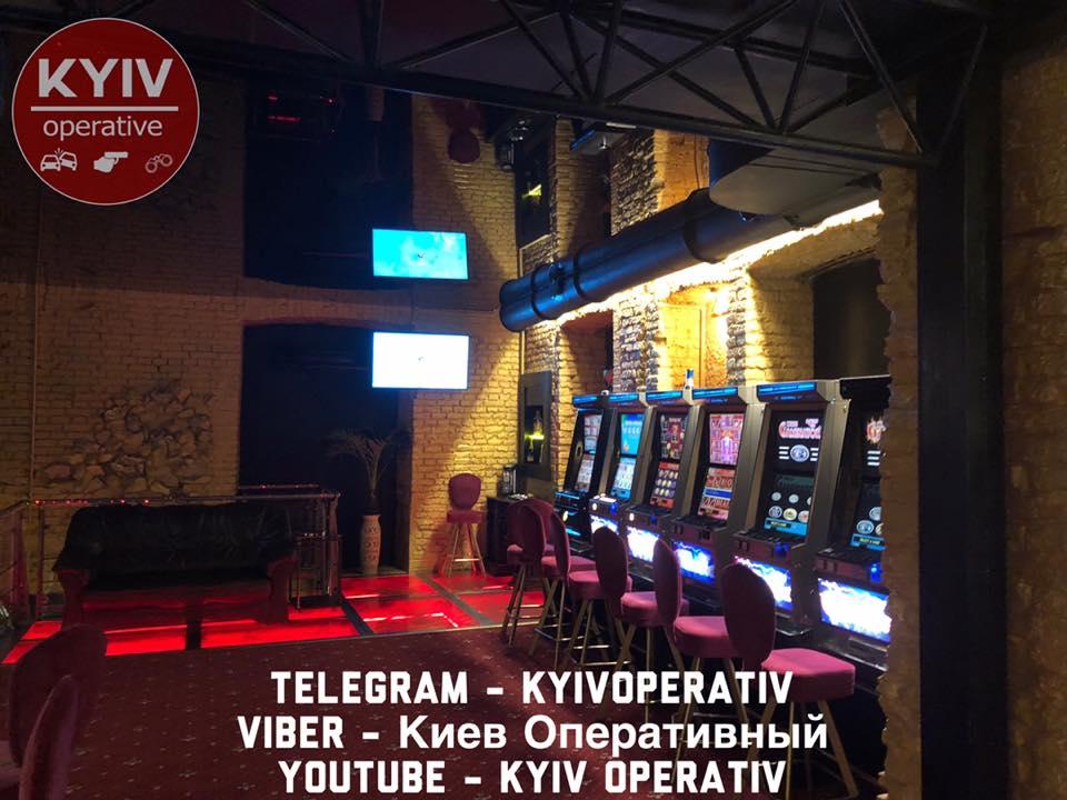 В столице журналиста закрыли в зале с незаконными игровыми автоматами