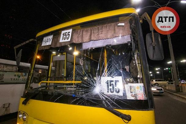 В столице автобус сбил трех женщин, одну затащило под колеса