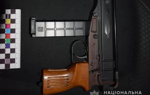 В Виннице задержан юноша с полным рюкзаком боеприпасов, автоматом и балаклавой