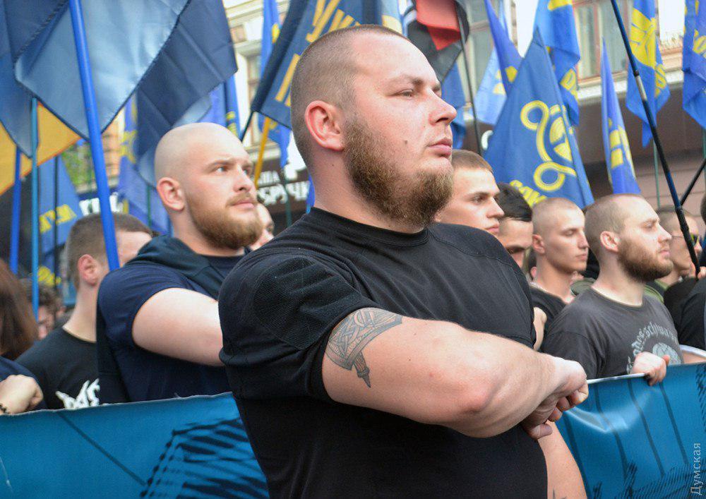 В Одессе активист Евромайдана пожаловался в полицию на женщину с флагом РФ на одежде
