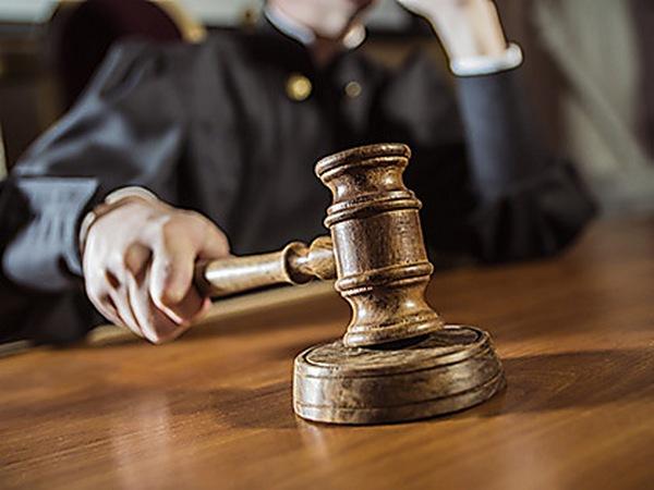 Двух работников таможенного поста «Ужгород» будут судить за взятку