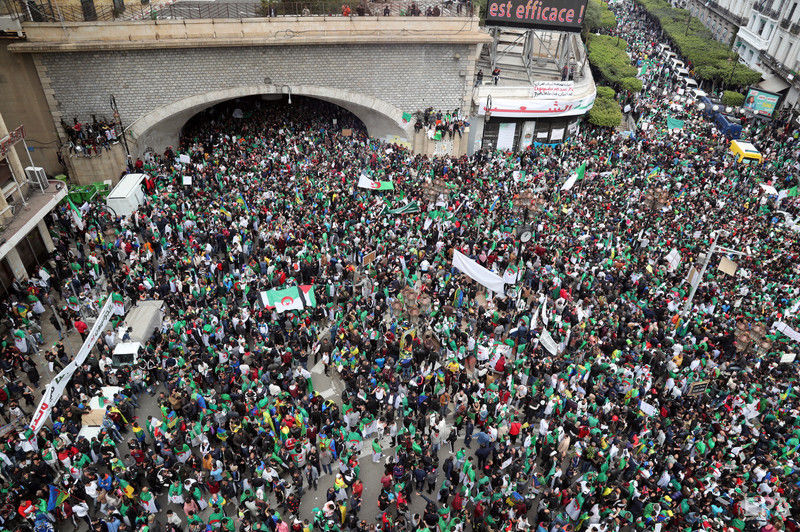 В столице Алжира массовые акции протеста, требуют