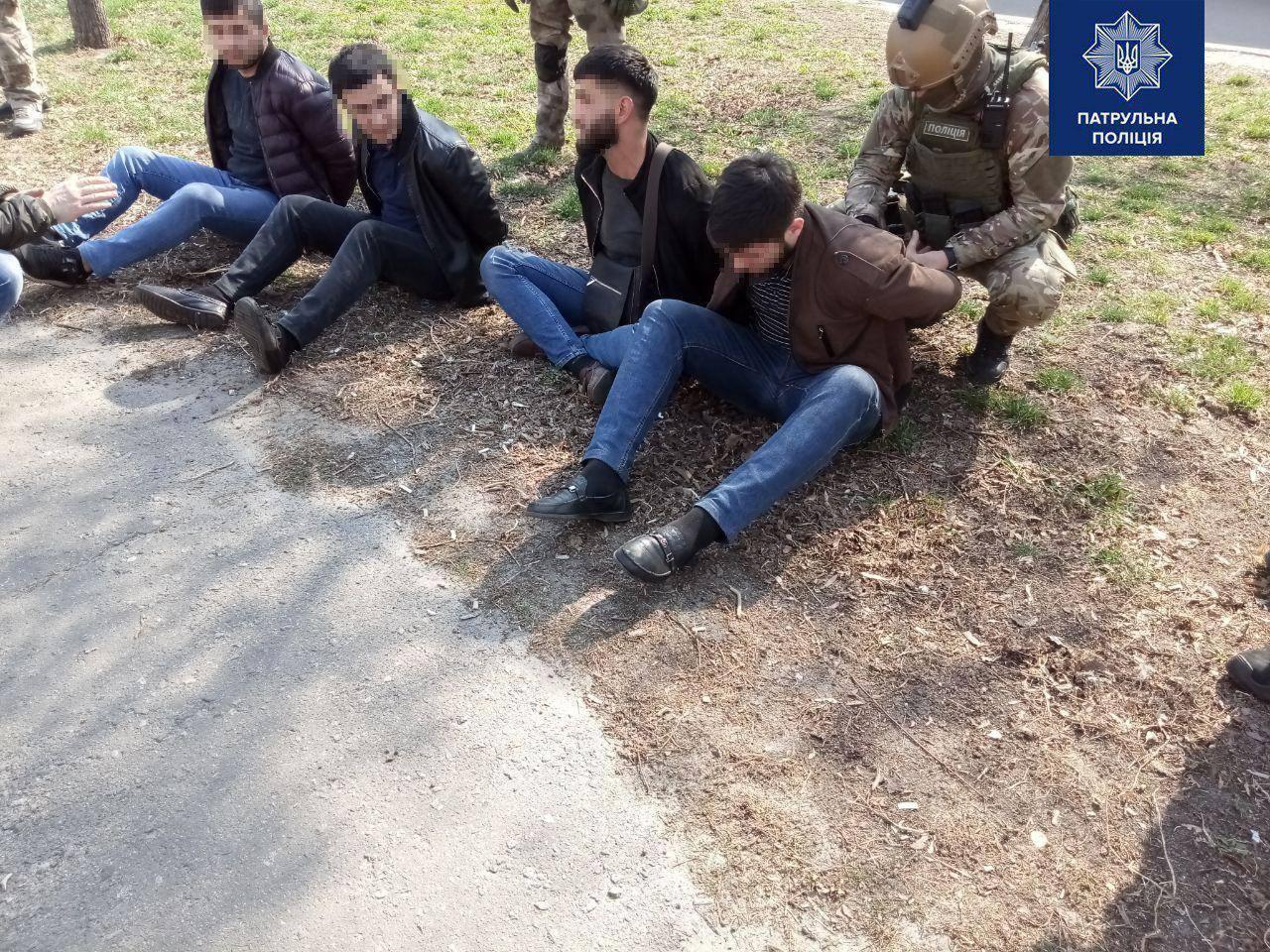 В Киеве овощебазу атаковала группа молодых людей