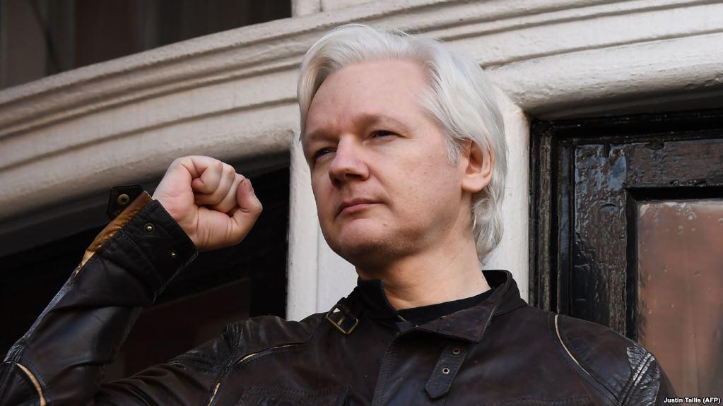 Основатель WikiLeaks арестован в Лондоне. Общественность митингует в поддержку журналиста