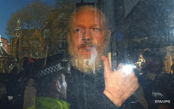Основателя WikiLeaks просят выдать Швеции