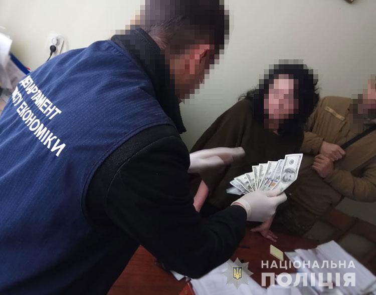 Чиновника из львовской области задержали за взятку