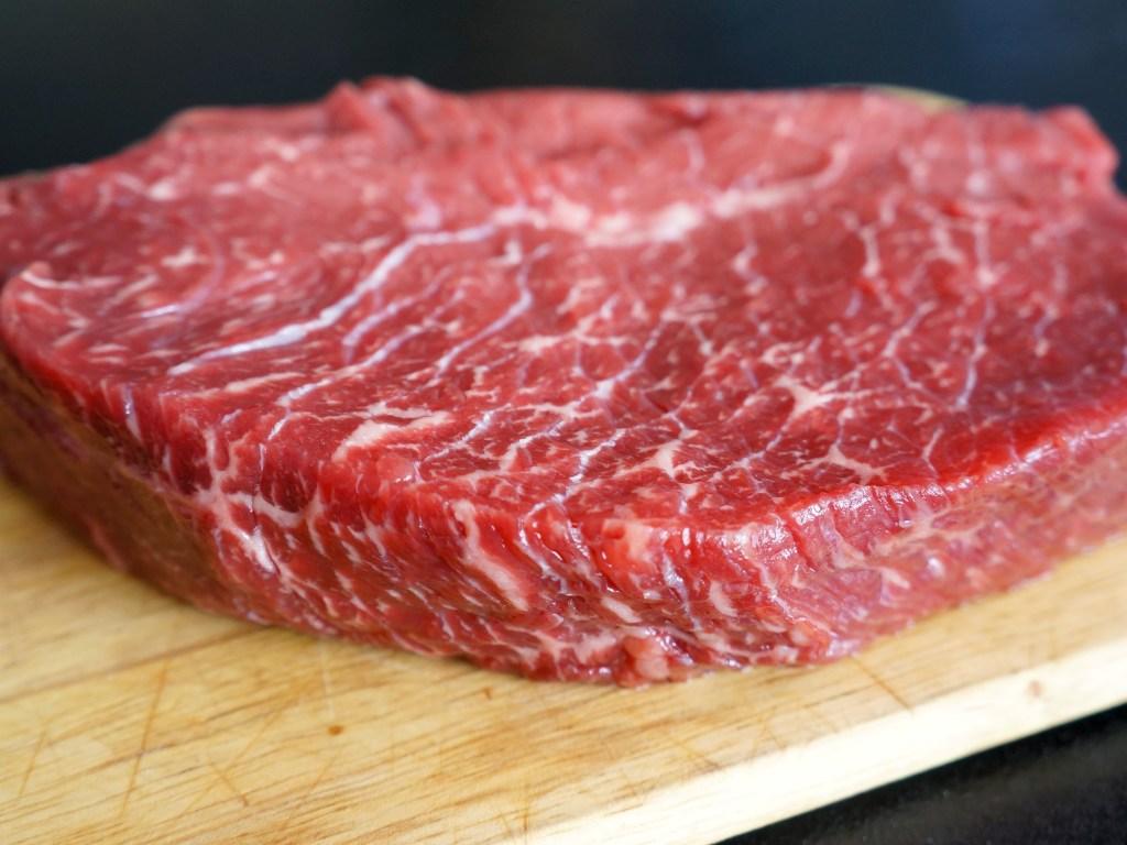 Мясо в апреле начало дорожать - эксперт