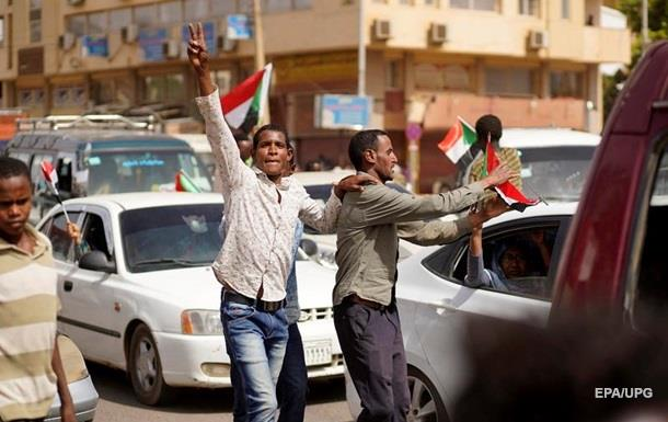 Переходный военный совет Судана отменил комендантский час