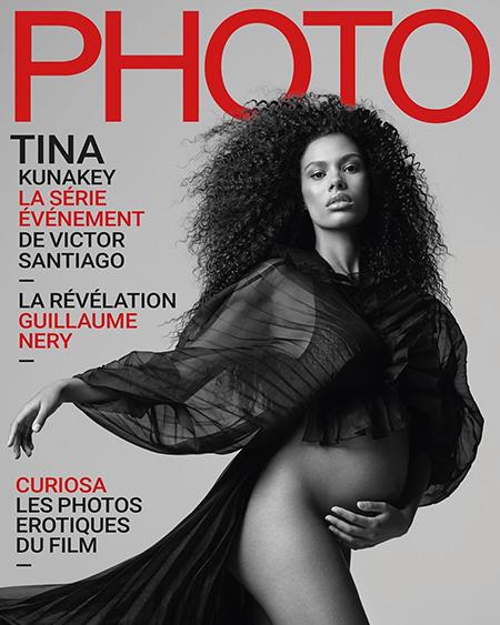 Беременная модель обнажилась для французского издания