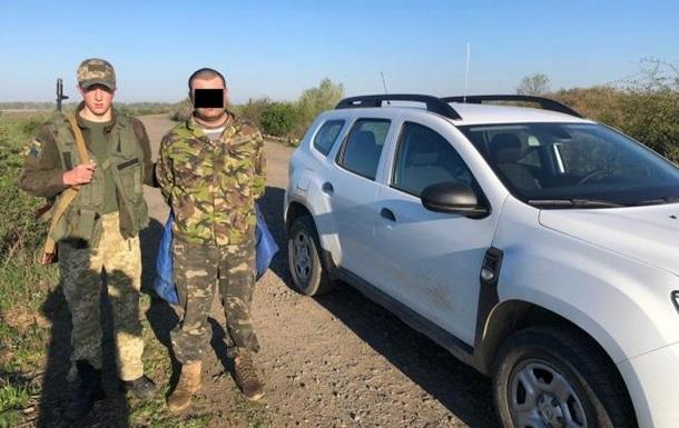 На Закарпатье задержали 36 ящиков сигарет и контрабандиста
