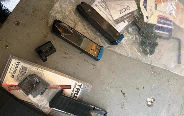 На границе с Венгрией пограничники обнаружили детали к оружию в автомобиле