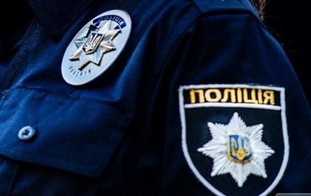 Коп на служебном авто взял на таран бетонное ограждение в Ужгороде