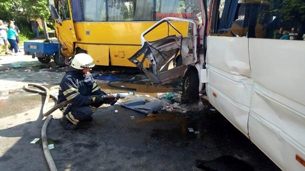 В Боярке столкнулись две маршрутки и автомобиль, 26 пострадавших