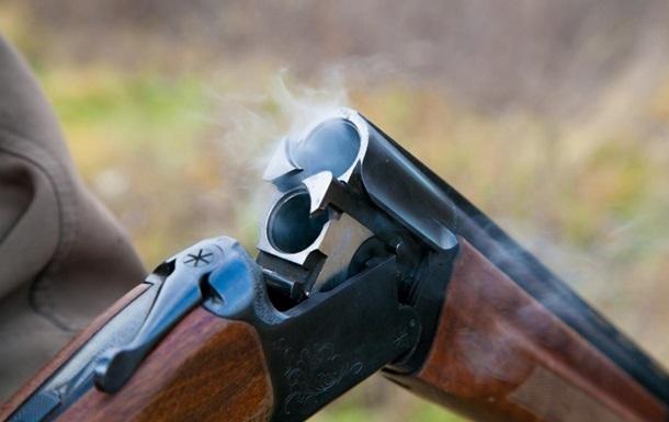 В Херсонской области пенсионер во время застолья застрелил семейную пару.