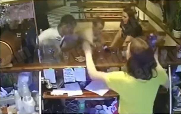 Под Киевом госпитализировали подростка получившего удар ножом в баре