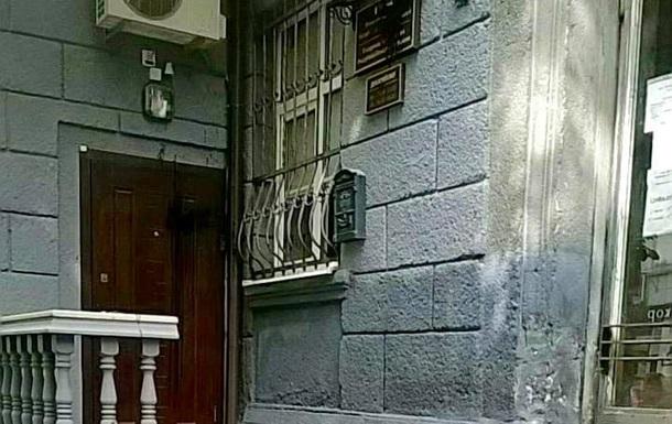 Злоумышленники облили краской стены, окна, двери, а также табличку консульства Белоруссии во Львове