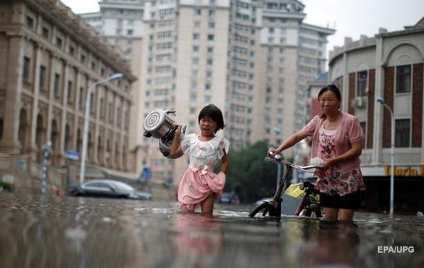 Более 60 человек погибли в результате продолжающихся ливней в Китае
